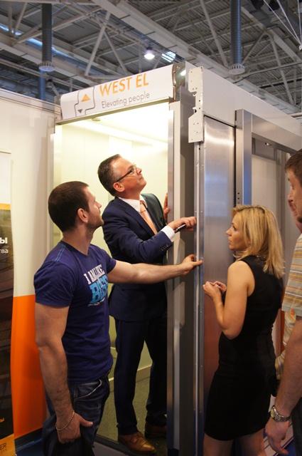 На стенде находились представители Vestner Aufzüge GmbH: Rainer Schmitt, Руководитель департамента Vestner Systems International и Michael Lencik, Финансовый директор Vestner Aufzüge GmbH