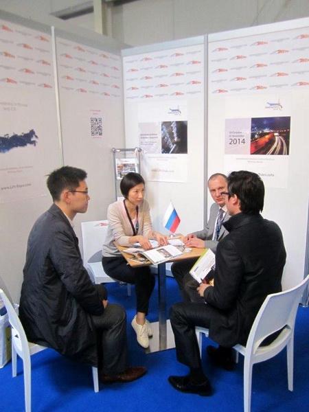 Переговоры на выставке Interlift